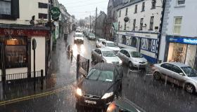 SNOW:  Snow has begun to fall again in Laois with a weather warning still in place tonight