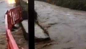#Watch Water gushing onto road and into houses as Clodiagh River in Laois has burst its banks