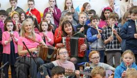 Trad star Sharon Shannon entertains Laois school in pictures