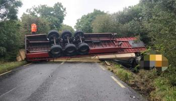 Major road through Laois closed after truck overturns