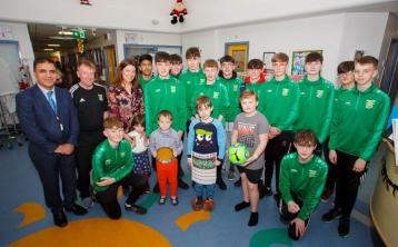 PICTURES - Portlaoise AFC youngsters pay a visit to paediatric unit in Portlaoise hospital