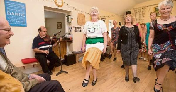 All ireland music and dance at ballyfin 39 s rambling house for Whats house music